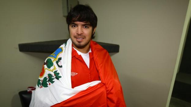Pese a la lesión, Vargas se pone de buen humor al pensar en la bicolor. (Foto: Eddy Lozano)