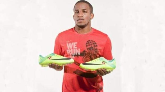 Jefferson Farfán espera que estos nuevos botines le den mucha suerte ante Paraguay.