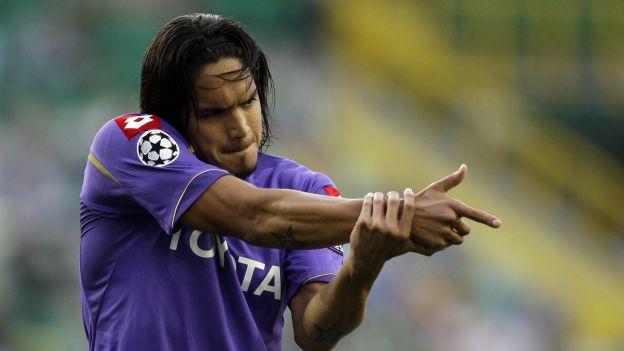 Juan Vargas pasa su peor momento desde que llegó a la Fiorentina. (AP)
