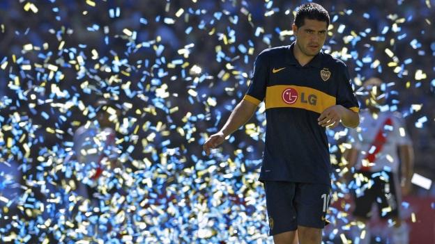 Riquelme quiere volver a jugar con Messi y superar récord en Boca. (AFP / TyC Sport)