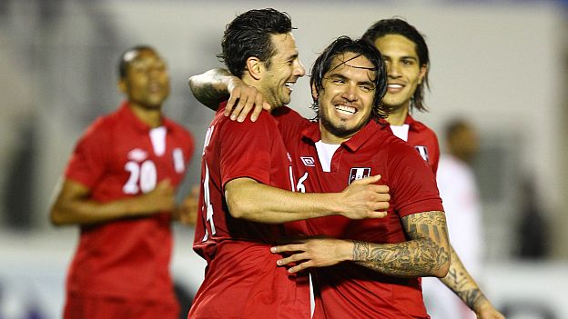 Claudio Pizarro anotó su gol 16 con la selección peruana. (Daniel Apuy)