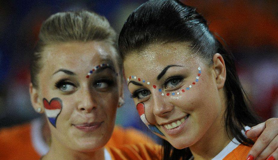 Las fanáticas de Holanda se robaron las miradas de muchos. (Reuters)