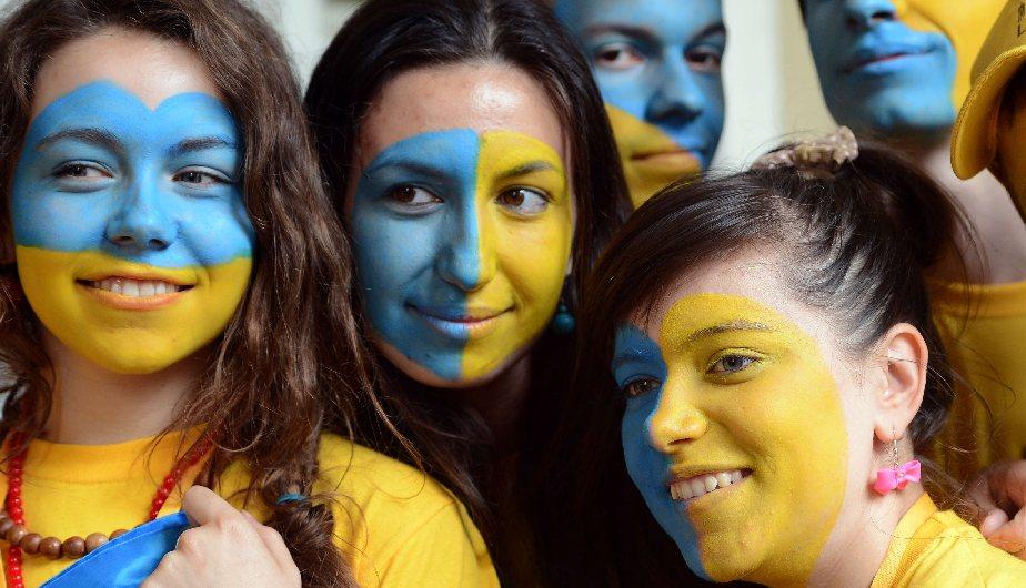 Ucrania  está decidido a llevarse la 'Euro' este año. Con estas fans cualquiera. (AFP)