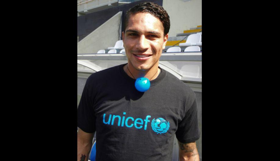 El delantero grabó el comercial durante sus últimas vacaciones en Perú. (Fotos: Unicef).