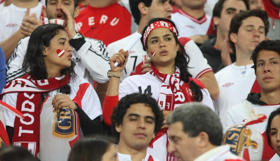 El Nacional lució hermoso. Claro, con tantas lindas flaquitas, las tribunas estuvieron espectaculares. (Leo Fernández)