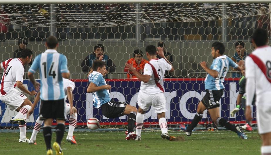 Con el  gol de Carlos Zambrano el Estadio Nacional estalló. (Daniel Apuy)