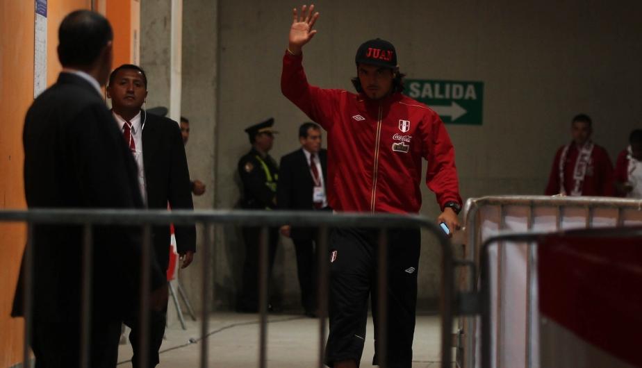 Juan Manuel Vargas no jugó, pero igual acompañó a la delegación en el Estadio. (Fernado Sangama)