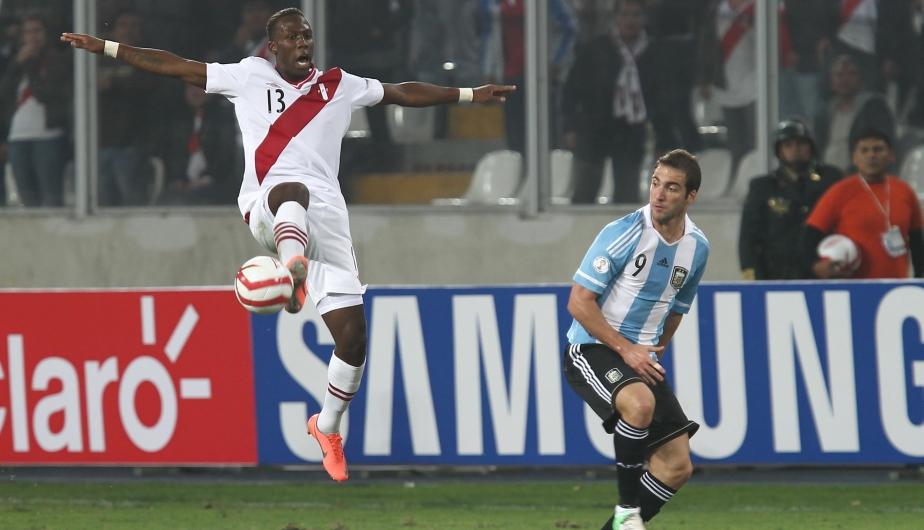 Advíncula se metió al once por las lesiones de Revoredo y Guizasola, y la rompió. (Fernando Sangama)