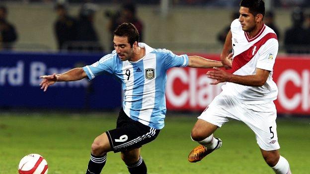 Carlos Zambrano debutó en el Schalke 04 de Alemania. (AFP)