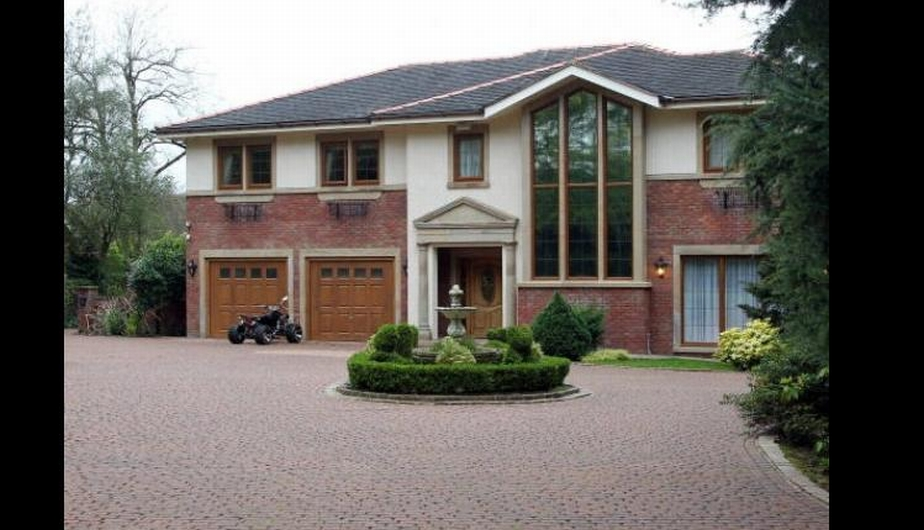 Mario Balotelli tiene bien puesto su apodo. El 'Nene' mandó a construir en su mansión un circuito de carreras. (Internet)