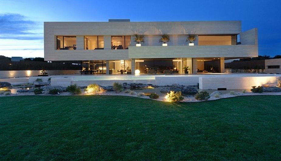 Esta es la mansión de Cristiano Ronaldo en Madrid. Se dice que el cuarto de 'CR7' es de 50 metros cuadrados. (Internet)
