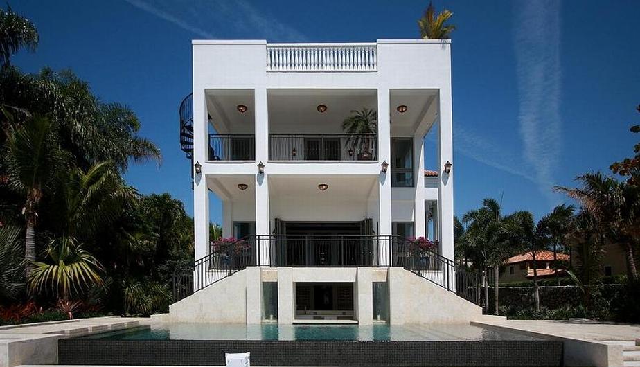 LeBron James adquirió esta casa en el lujoso barrio de Coconut Grove, en Miami, cuyo valor es de 8 millones de dólares.