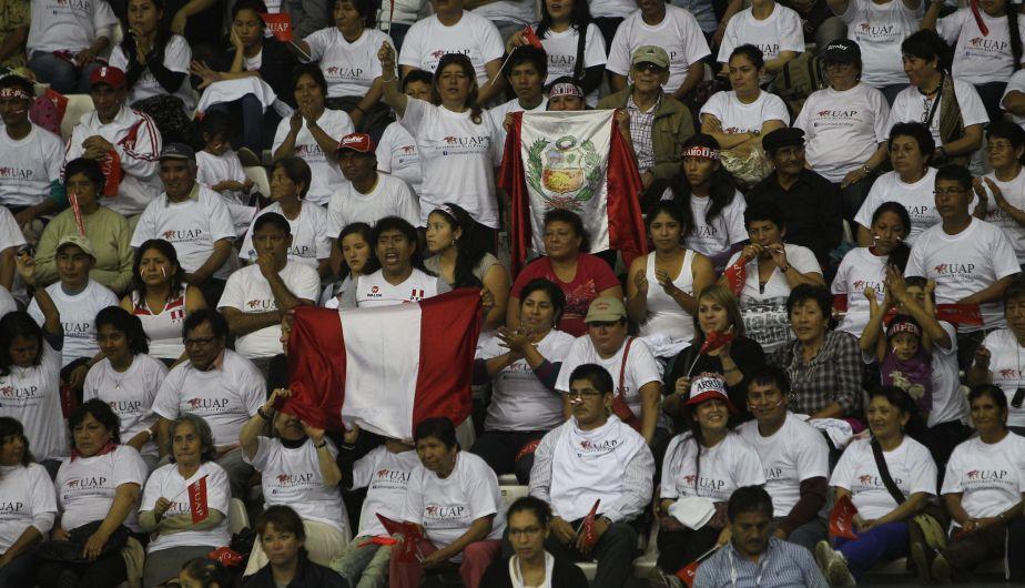 La hinchada peruana estuvo 10 puntos. No solo llenaron el Miguel Grau sino también alentaron durante los 5 sets. (Erick Nazario)