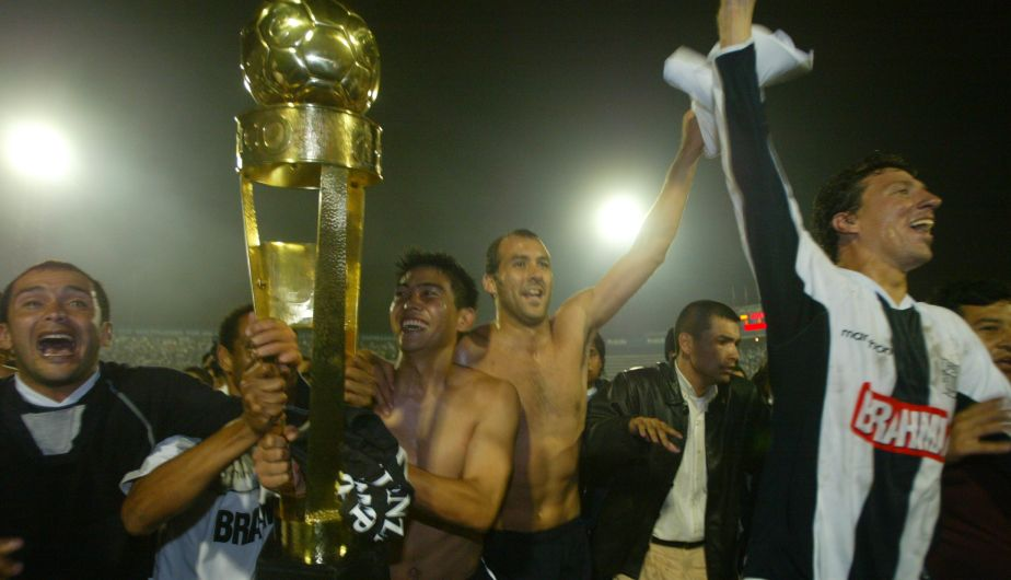 2006: Alianza Lima venció 3-1 a Cienciano y levantó el trofeo.