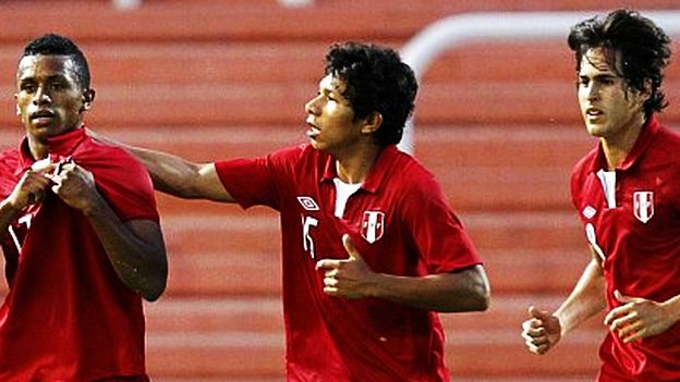 El elenco de Daniel Ahmed debe ganar dos partidos para buscar la clasificación. (Reuters)
