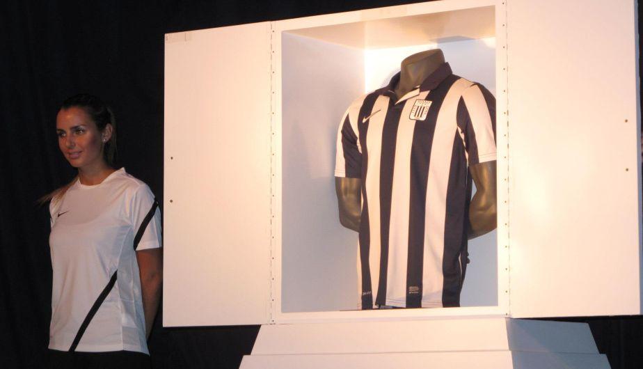 La nueva camiseta de Alianza Lima fue presentada en el hotel Westin. (Alexander Bustillos)
