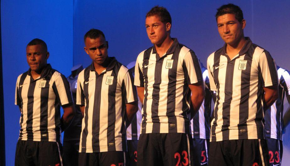 Wilmer Aguirre, Luis Trujillo, Walter Ibáñez y Miguel Mostto participaron en la presentación de la camiseta de Alianza Lima. (Alexander Bustillos)