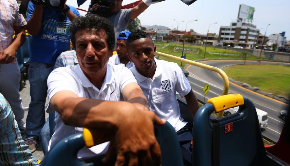 Yordy Reyna y César Cueto estuvieron en el bus de Alianza Lima. (Daniel Apuy)