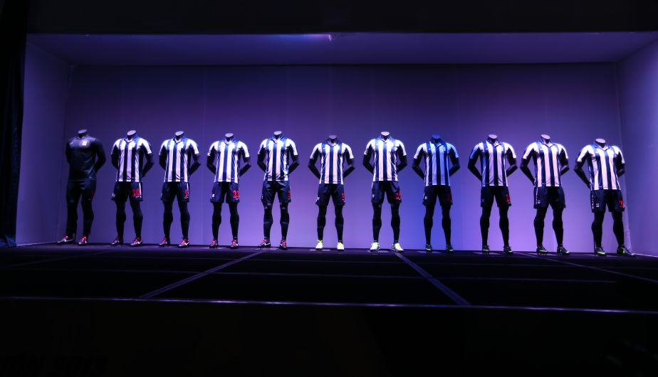 La nueva camiseta de Alianza Lima fue presentada en el hotel Westin. (Daniel Apuy)