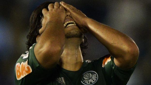 El jugador chileno es titular de la selección chilena. (AFP)