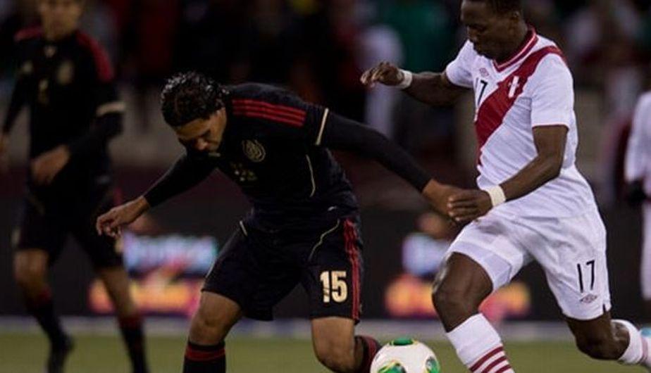 Luis Advíncula demostró que su velocidad será vital para Perú. (Record de México)