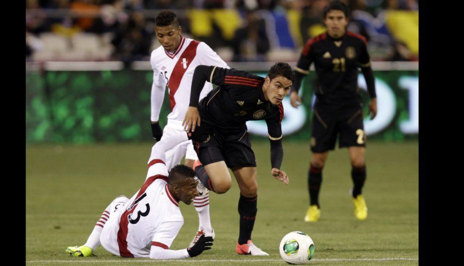 La bicolor fue agresivo en la marca, pero le costó ir de defensa al ataque. (AP)