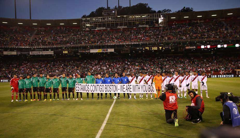 Minutos antes del inicio del partido se cantó el himno nacional en ambos equipos. Y se vio un mensaje para los afectados de Bostón. (Daniel Apuy)