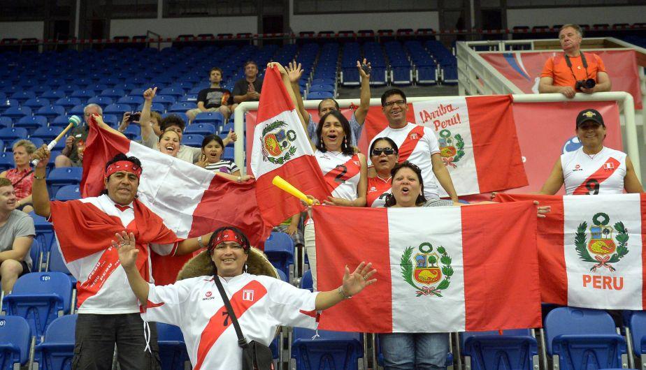 Los que sí ganaron fueron los hinchas peruanos que estuvieron alentando desde las gradas.