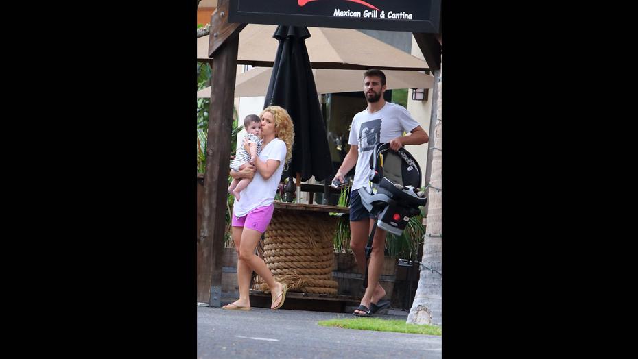 La familia Piqué disfrutando de sus primeras vacaciones juntos. (Fuente: Revista 'Semana')