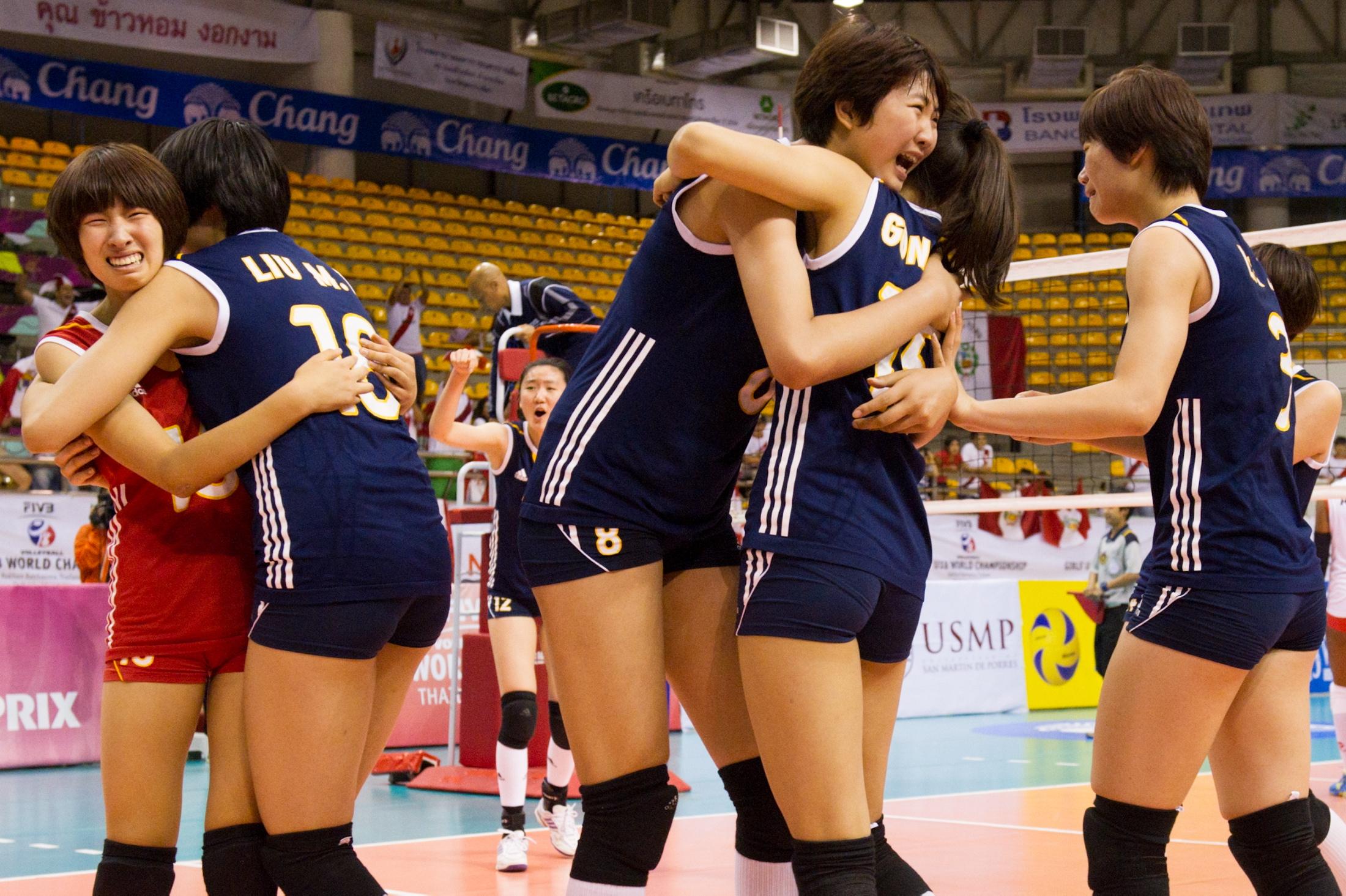 El equipo chino celebra su pase a la final.