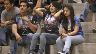 La belleza ecuatoriana se hizo presente en el estadio Capwell. (Leo Fernndez)