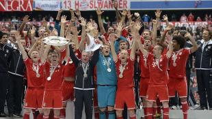 Bayern celebra su 23 campeonato de liga con una ducha de cerveza. (AFP)