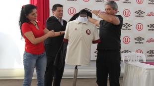 Universitario de Deportes present&oacute; la nueva camiseta que prepararon en homenaje a los 100 a&ntilde;os de Lolo Fern&aacute;ndez. (Fotos: Eddy Lozano)