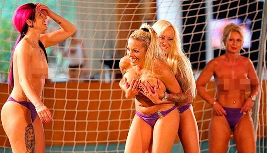 En Alemania las mujeres juegan fútbol desnudas