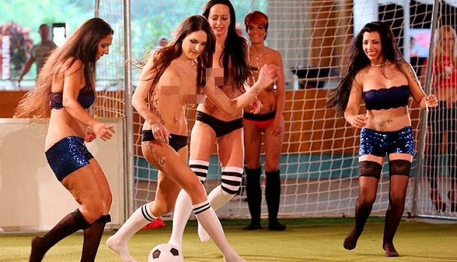 Девушки, футбол, чемпионат, спорт. Чемпионат Европы по женскому обнаженном